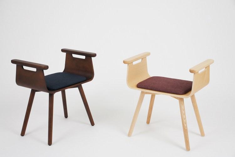 左:【木材】深咖啡×【坐墊】海軍藍  右:【木材】原色×【坐墊】酒紅