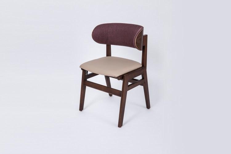 傳統餐椅為方便餐後休憇,椅背通常呈現微後傾。本產品為支撐用餐姿勢,將椅背設計為乎垂直的角度,以利用餐時的姿勢呈前傾狀。