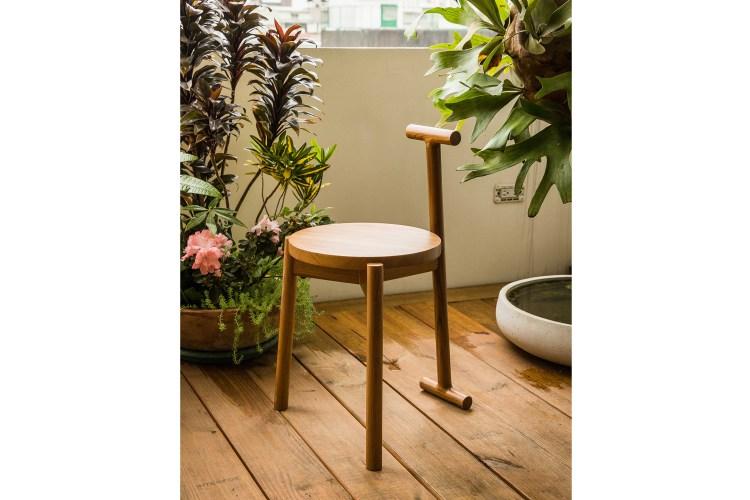 耐水淋、快乾,便於攜帶,又極具穩定感,可放置陽台等居家空間。