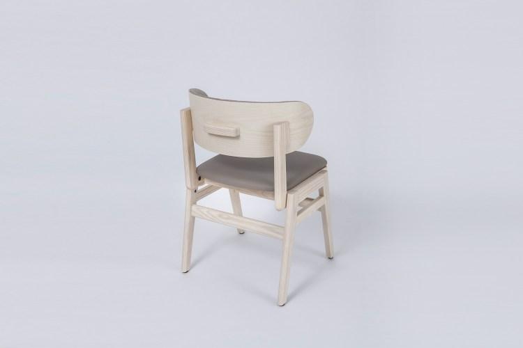 能夠協助矯正用餐姿勢的「抱著椅」,宛如被雙手環抱般溫暖。