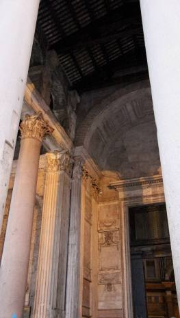 The Pantheon (from the outside). :(