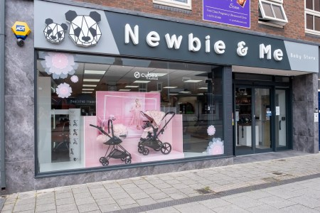 newbie and me crewe store front