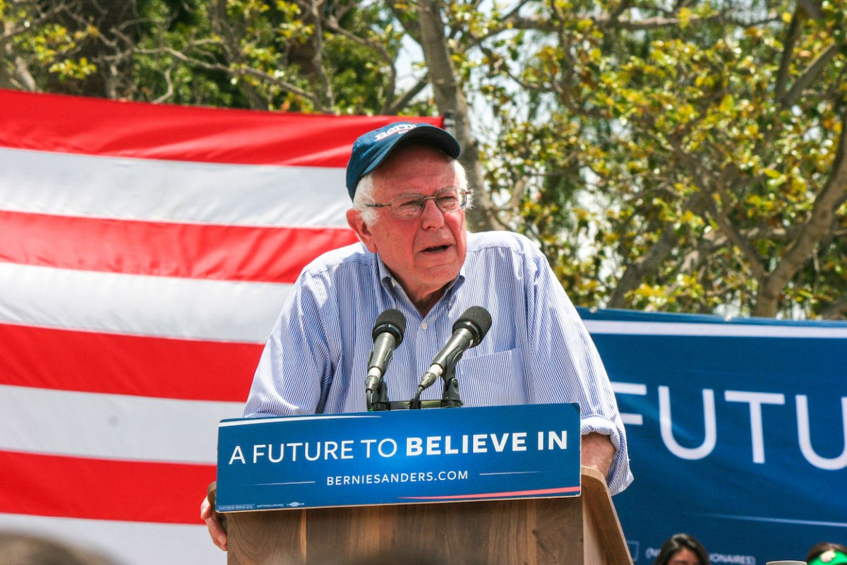 bernie_sanders_in_east_los_angeles_26605179474