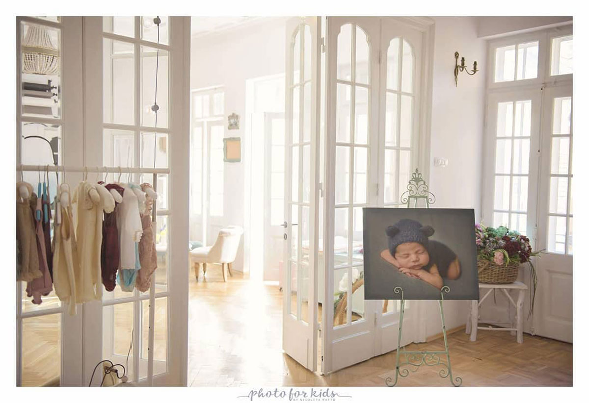 Nicoleta Raftu maternity and new born photographer for workshops by Carmen Bergmann Studio new born outfits in studio