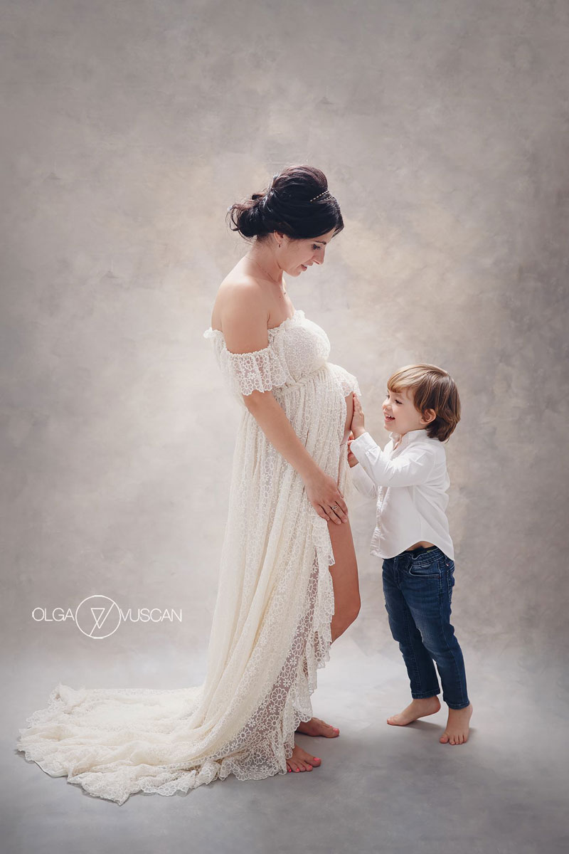 Olga Vuscan New Born Photographer for Workshops by Camen Bergmann Studio pregnant lady and small son pose
