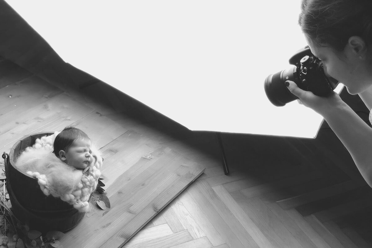 Workshops for photographers for maternity and newborn business and marketing for photographers by Nicoleta Raftu and Carmen Bergmann sleeping newborn