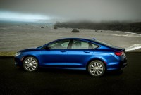 2023 Chrysler 200 Pictures