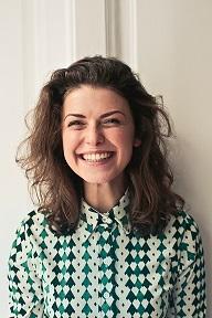 Tourisme dentaire femme souriante 2