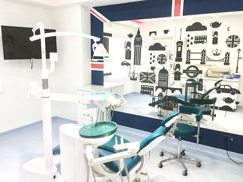 implant dentaire en Roumanie