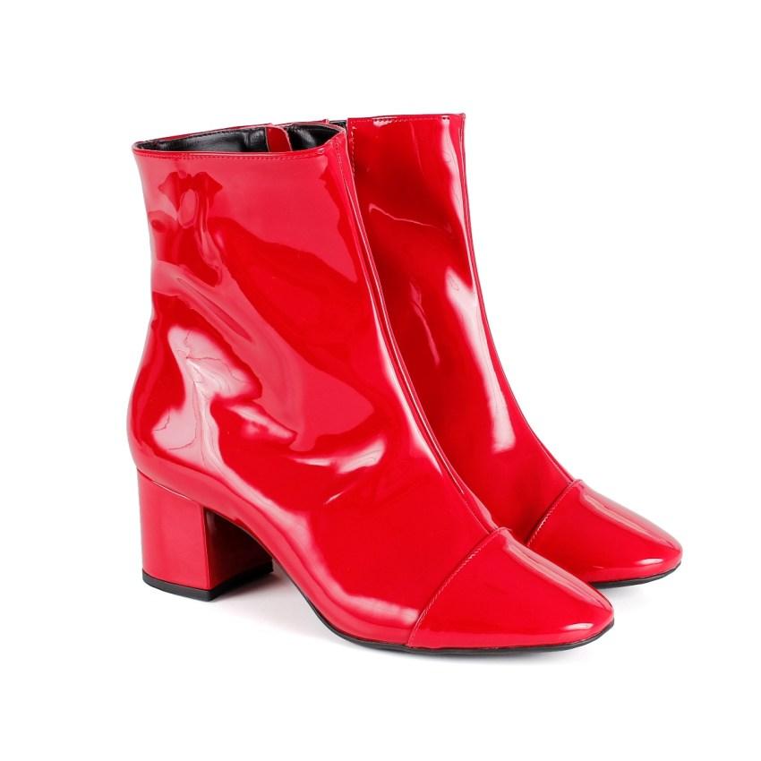6e091561b2 Bota Cano Baixo Verniz Vermelho e Salto Grosso - New Elegance