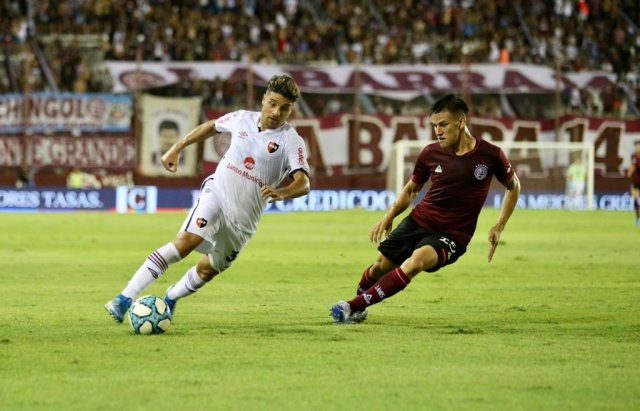 Sebastian Palacios (Newell's Old Boys) runs down the wing in their Argentina Superliga match against Lanús on 16 February 2020.