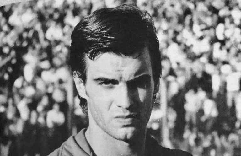 What is known about Marcelo Bielsa's career as a player?