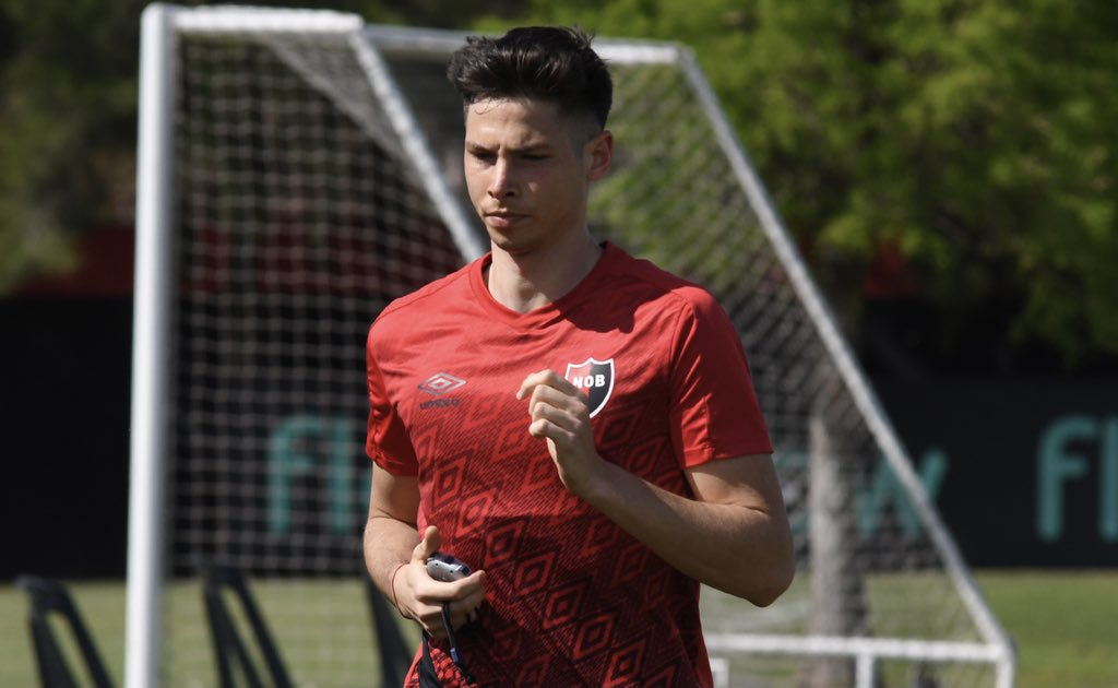 Manuel Capasso joins Newell's Old Boys on a free transfer