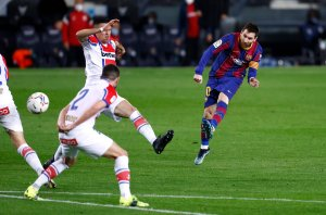 Leo Messi scores against Alavés