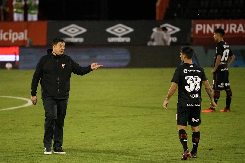 Newell's holding on to slim chance of qualification as Burgos eyes departure