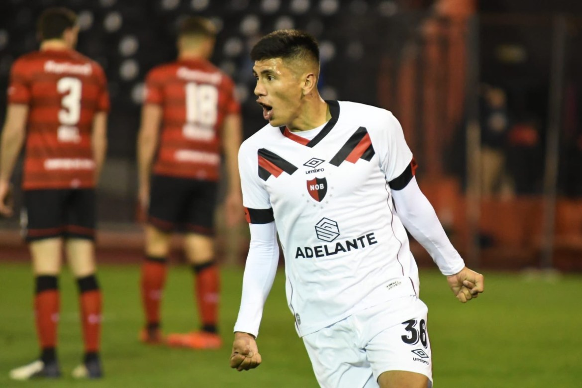 Nicolás Castro signs new 2-year contract extension at Newell's