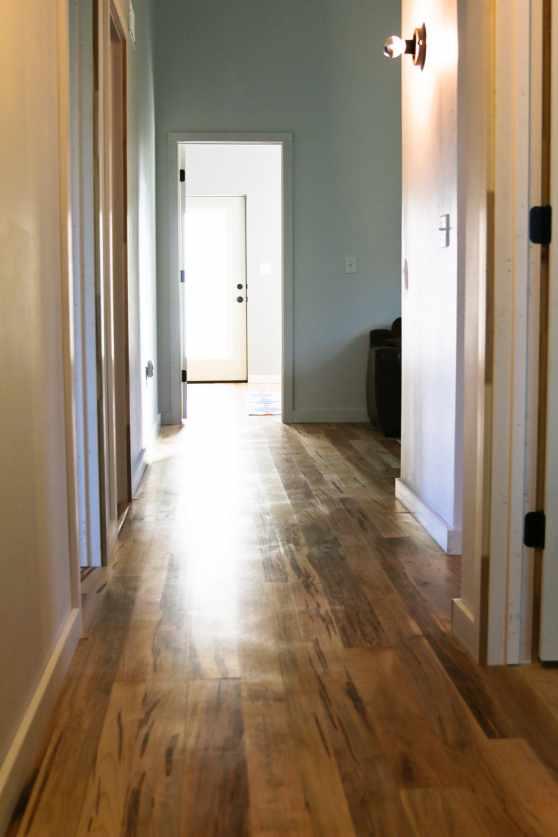 wood-floor-simple-living