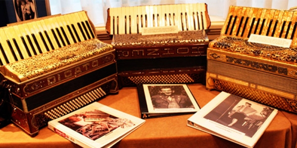 NEW-ENGLAND-ACCORDION-MUSEUM-welcomE-an-accordion-story-exhibit