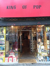 Shop dedicated to the King of Pop in 9eme