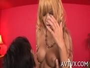 黒ギャル系美乳ニューハーフが笑顔でチンポを弄るニュハーフ動画