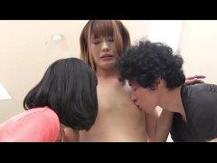 男の娘の大島薫が男優と女優と変則3Pでチンポをフル勃起させてるニューハーフ動画無料
