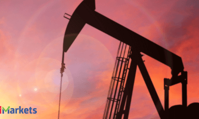Oil climbs on tight US supply even as coal, gas crunch eases