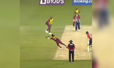 """""""Are You Kidding Me?!"""": West Indies Akeal Hosein Takes Sensational One-Handed Catch To Dismiss Liam Livingstone. Watch"""