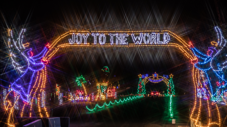 Stay Socially Distant With These New Jersey Holiday Lights Drive Thru Events New Jersey Isn T Boring