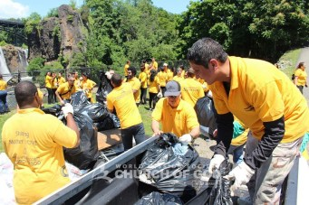 World Mission Society Church of God, wmscog, Christian, volunteer, volunteerism, community service, good deeds, Paterson, Ridgewood, Passaic, Mountainside, NJ, New Jersey, Paterson Great Falls, National Historical Park, landmark, city, waterfall, trash, cleanup, garbage, environmental protection