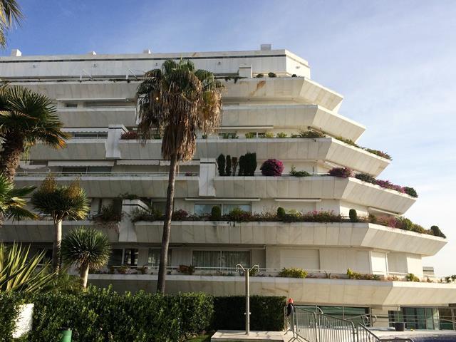 Unique luxury 1st beachline apartment Marbella