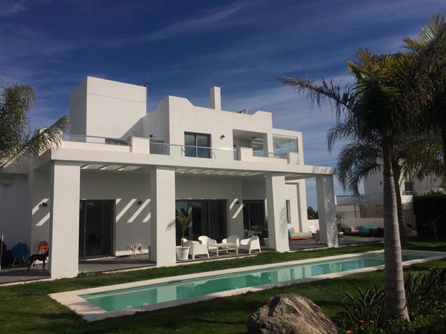Villa contemporánea en Lomas Del Virrey