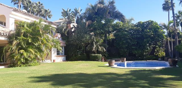 """very private family villa Altos Reales """"Royal Heights"""""""