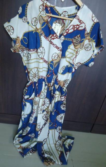 Printed Jumpsuit, Shoes, Watch from wd.cm
