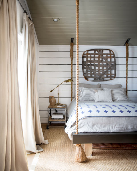 raising-the-barn-hanging-bed-0615