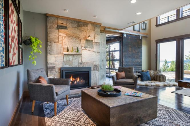 bc2015_family-room_07_sun-filled-seating-area_h.jpg.rend.hgtvcom.1280.853