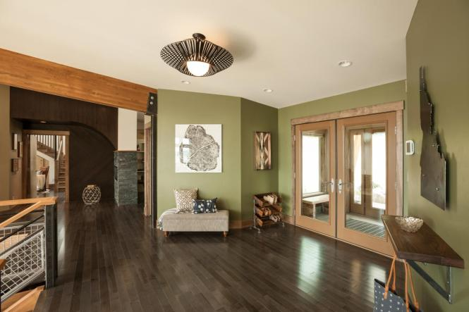 bc2015_foyer_02_sunny-open-space_h.jpg.rend.hgtvcom.1280.853