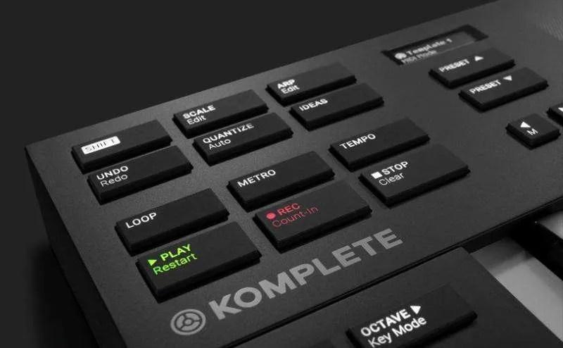 Komplete-Kontrol-M32 - La sezione di controllo e Host Integration