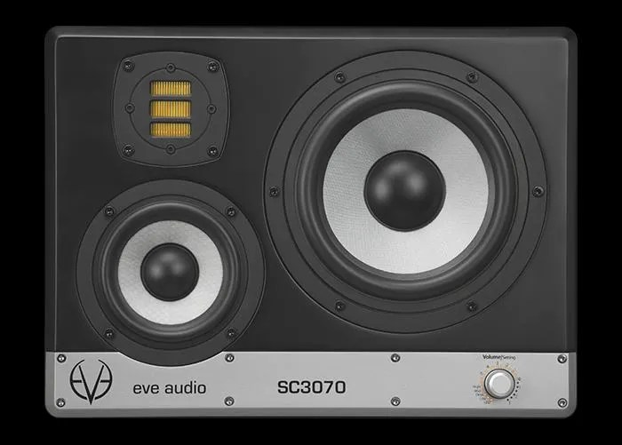 EVE Audio SC3070 - front panel