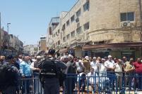2017_7_14-worshippers-pray-outside-al-aqsa-2