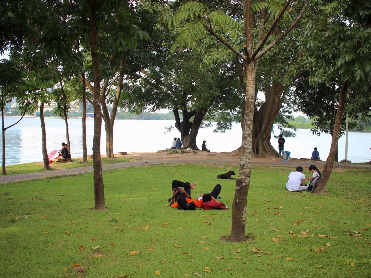 Couples at Inya Lake - New Naratif