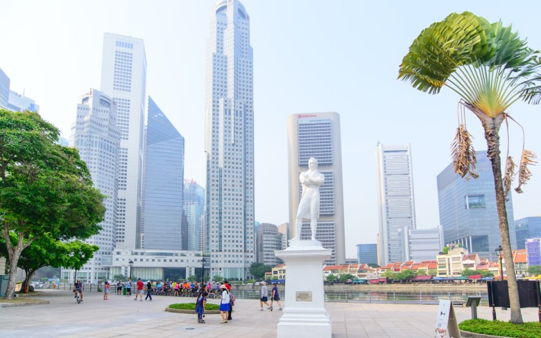White Raffles statue on Singapore River - New Naratif