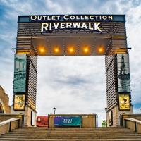 The Riverwalk Offering Free Headshots For Hospitality Workers This Week