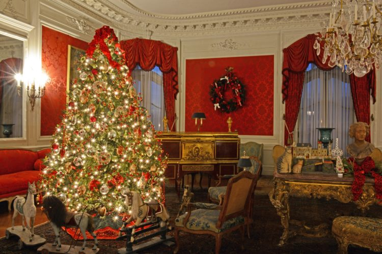 christmas elms newport mansions - Mansion Christmas Decorations
