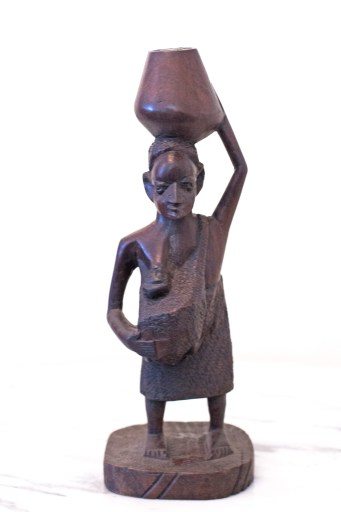 Other styles common in Makonde art incorporate the common rituals of daily life, such as work, and fetching water in the dry climate of the Makonde Plateau