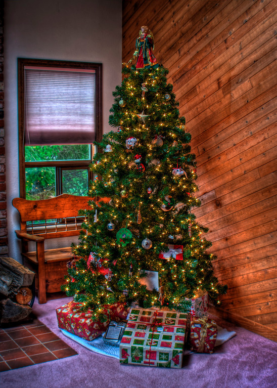 Christmas tree in HDR