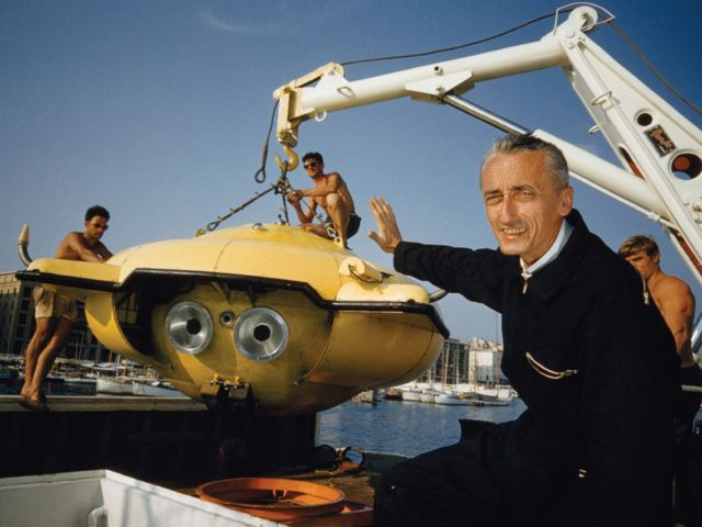 cousteau-diving-saucer-abercrombie_8009_990x742