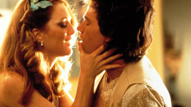 Boogie-Nights-Julianne-Moore-Mark-Wahlberg