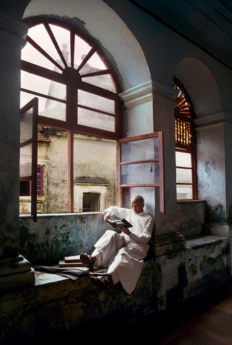 3064267-slide-3-from-nepal-to-cuba-steve-mccurry-documents-the-worlds-reader