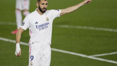 Photo of فيديو .. بنزيما مستاء من زميله في ريال مدريد ويرفض التمرير له