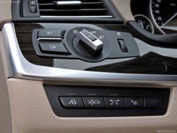 BMW-5-Series_2011_14